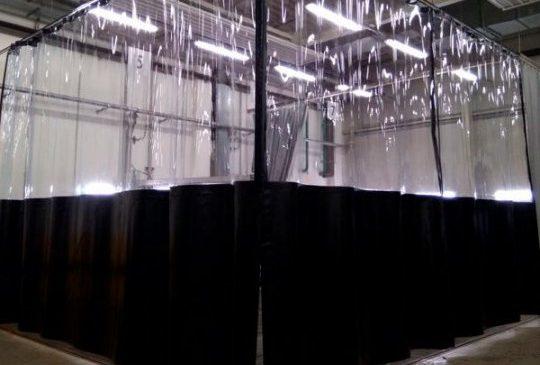 Почему стоит использовать промышленные шторы из ПВХ